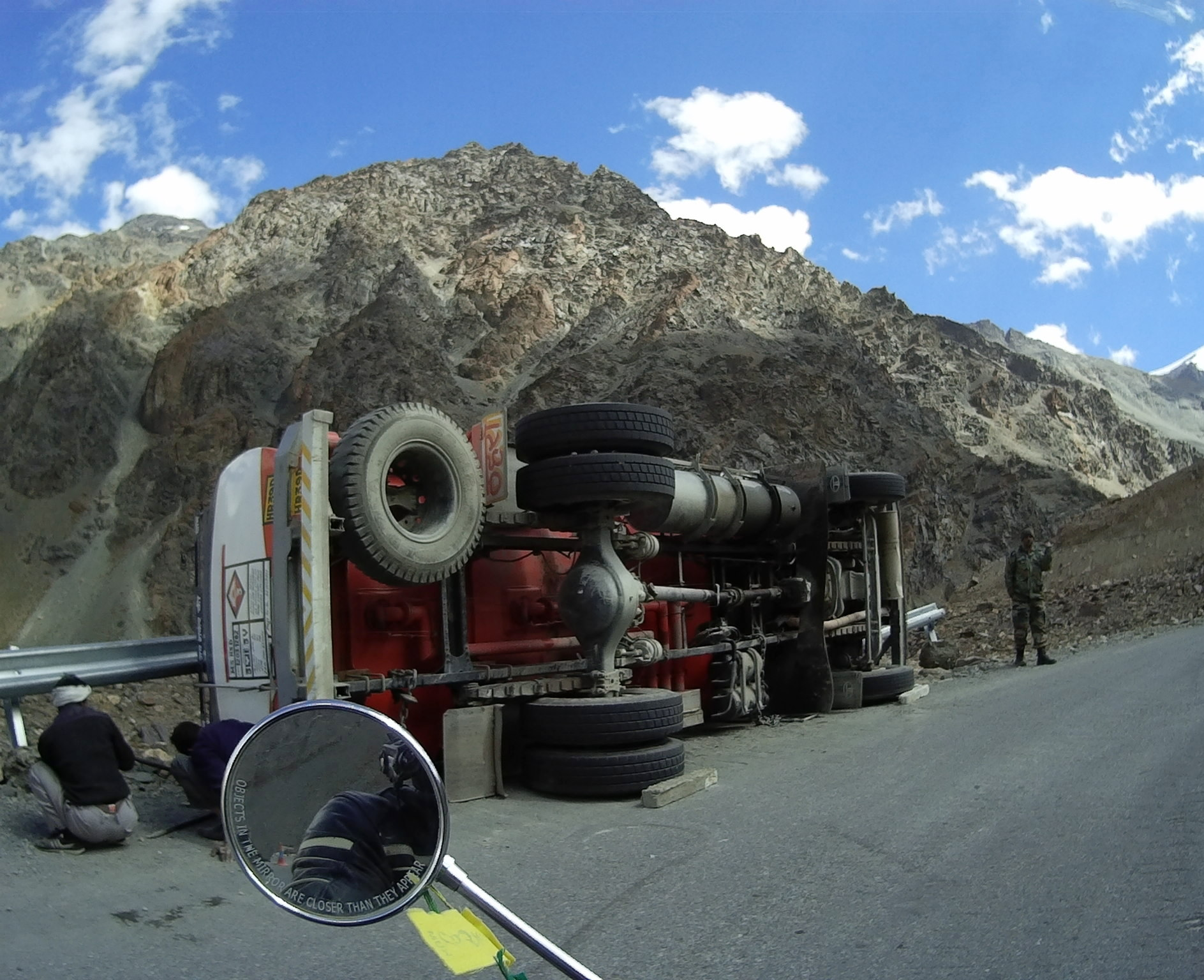 Truck rollover on Rohtang Pass